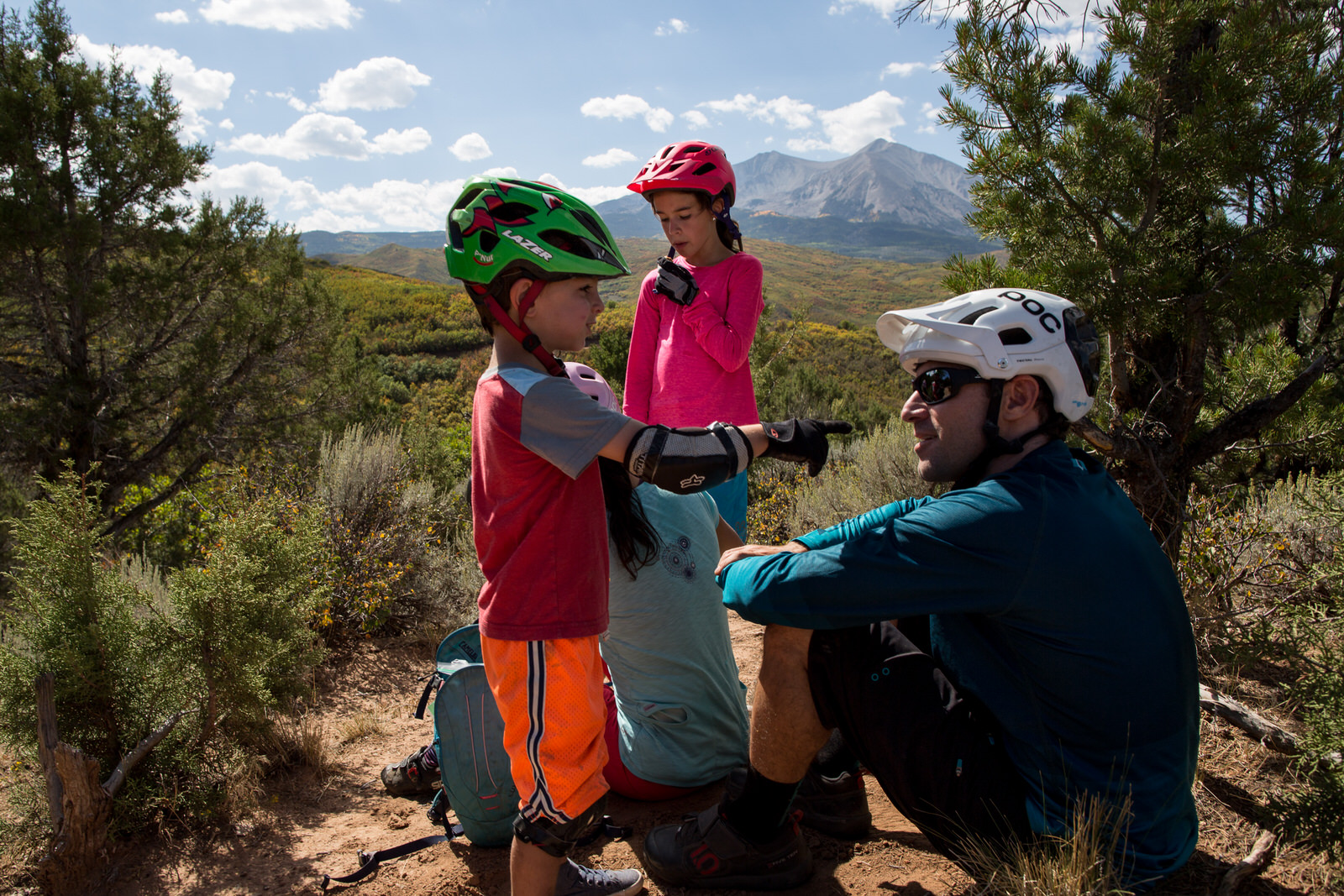 family resting during a biking adventure in aspen colorado photographed by casie zalud